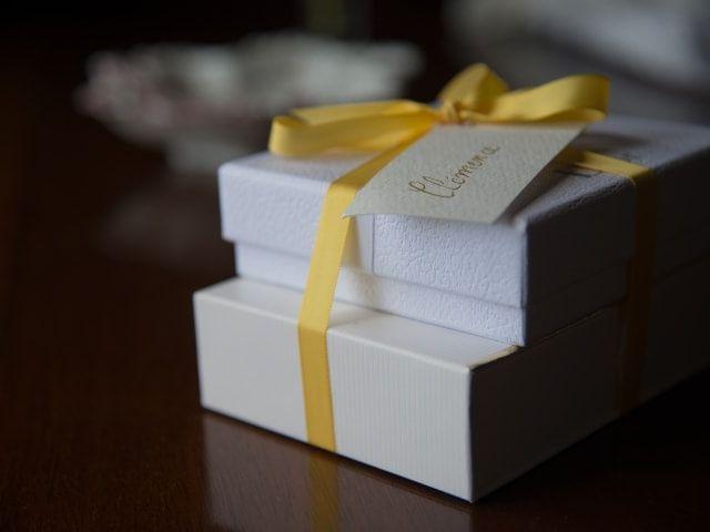 5 idées de cadeaux originaux à offrir aux mariés