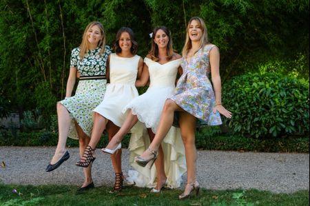 30 robes de soirée à motifs idéales pour les invitées de mariage
