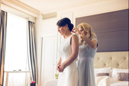 Essayage de la robe de mari�e : 8 personnes pour vous accompagner