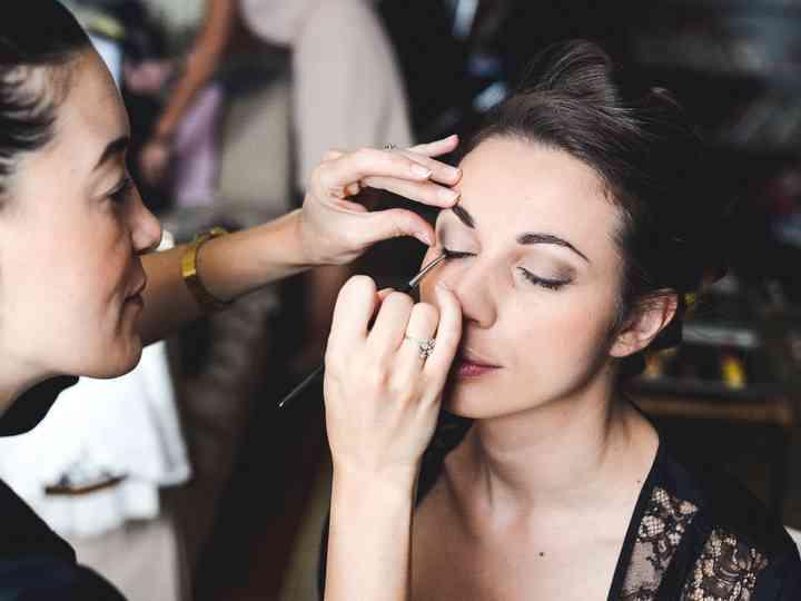 Coiffure de mariage et maquillage Г la maison seul