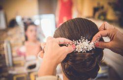 30 coiffures de mariée accessoirisées