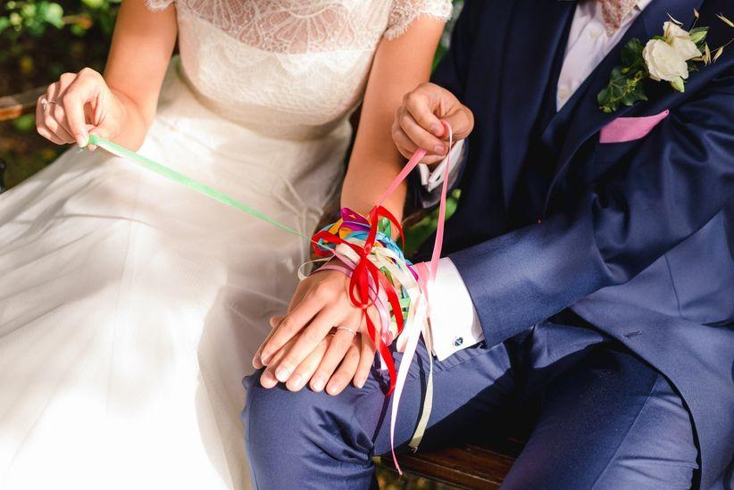 1d93f70bf839f Osez la tendance en optant pour le rituel du handfasting. Oubliez la  traditionnelle cérémonie en robe de mariée