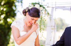 Larmes de joie : l'émotion des mariés en 25 photos