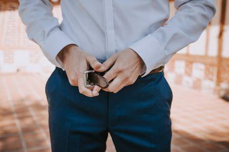 Ceinture vs bretelles : que doit choisir le marié ?