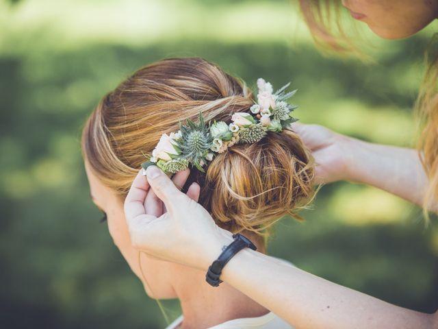 30 barrettes florales : l'accessoire de coiffure en vogue pour les mariées