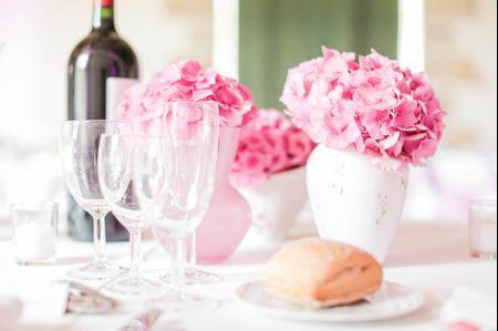 Buffet d�natoire ou repas servi � table pour le mariage