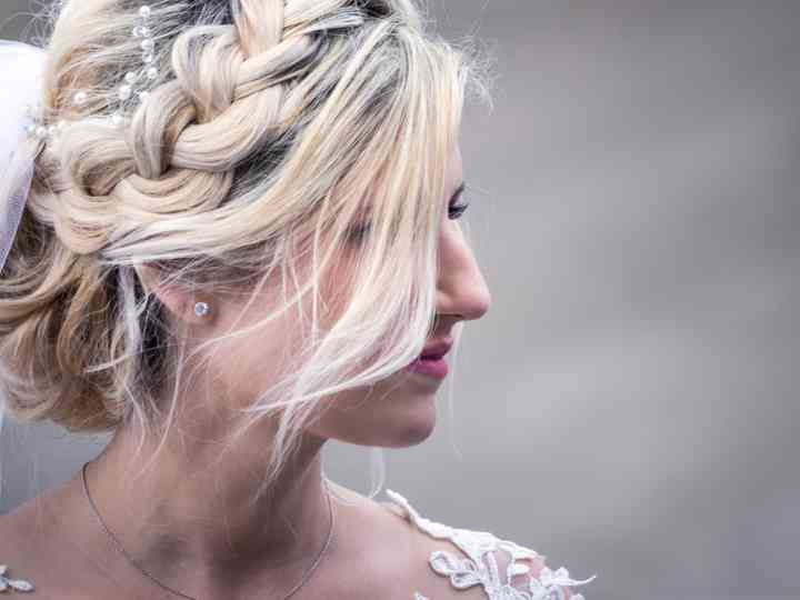 Tresse en relief  30 modèles de coiffure de mariée captivants