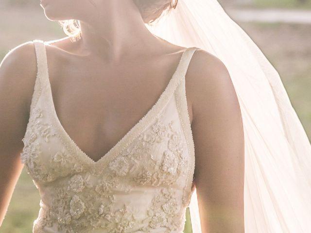 80 robes de mariées avec un décolleté en V qui feront le plus bel effet