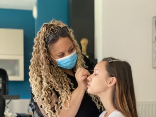 D&Z Agency - Coiffure & maquillage à domicile 2