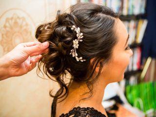 Anita Hairstylist 2