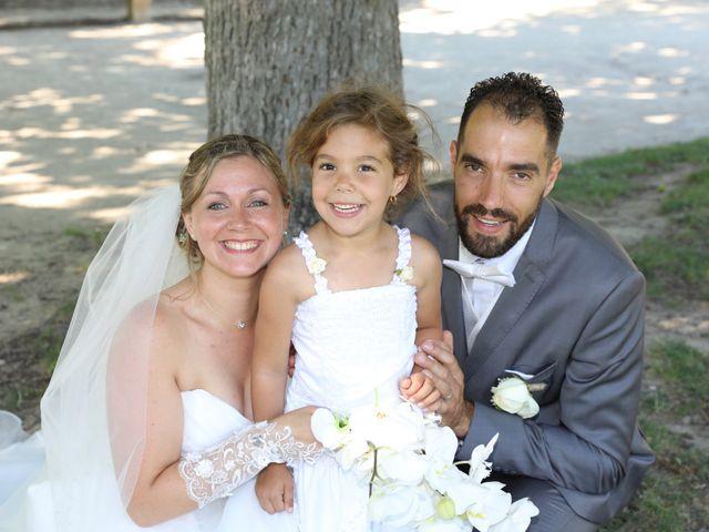 Le mariage de Julien et Lucie à Nîmes, Gard 10