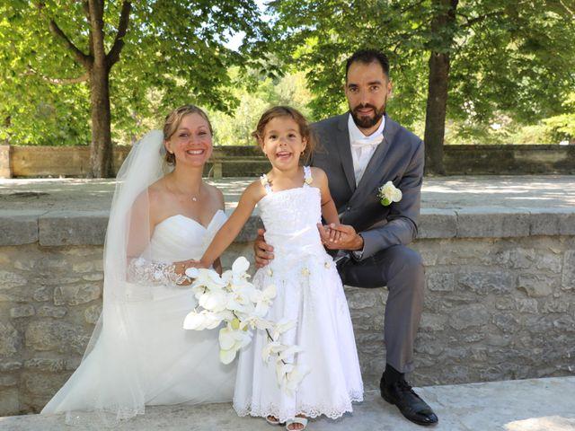 Le mariage de Julien et Lucie à Nîmes, Gard 12