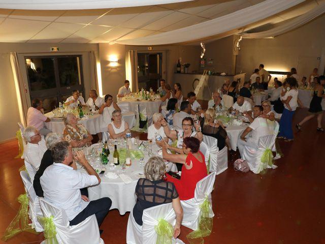 Le mariage de Julien et Lucie à Nîmes, Gard 27