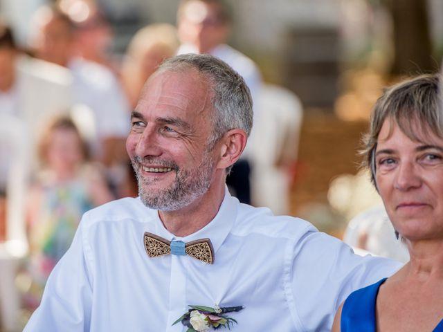 Le mariage de Rémy et Sophie à Belvès-de-Castillon, Gironde 32