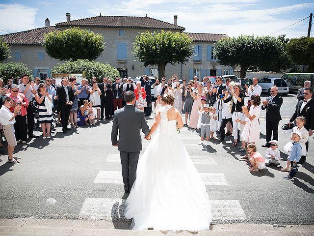 Le mariage de Benjamin et Amélie à Fontaine-Chalendray, Charente Maritime 40