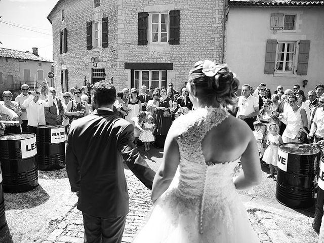Le mariage de Benjamin et Amélie à Fontaine-Chalendray, Charente Maritime 55