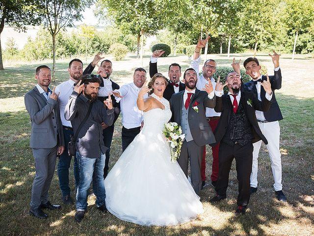 Le mariage de Benjamin et Amélie à Fontaine-Chalendray, Charente Maritime 60