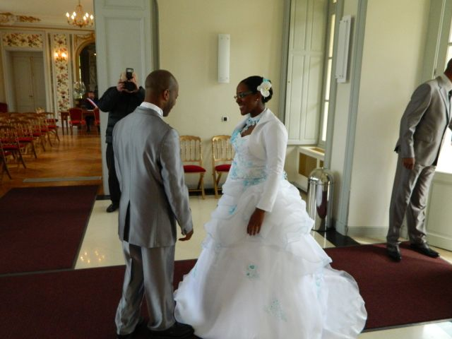 Le mariage de Missou et Charles à Savigny-le-Temple, Seine-et-Marne 4