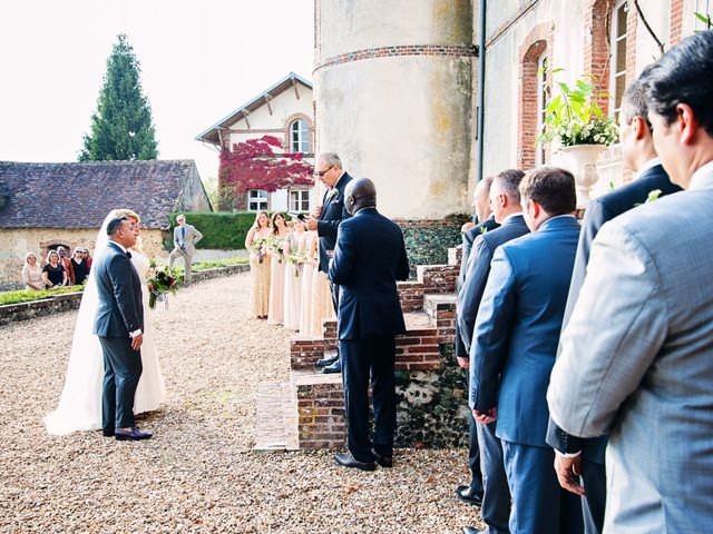Le mariage de Mike et Emilie à Mortagne-au-Perche, Orne 19