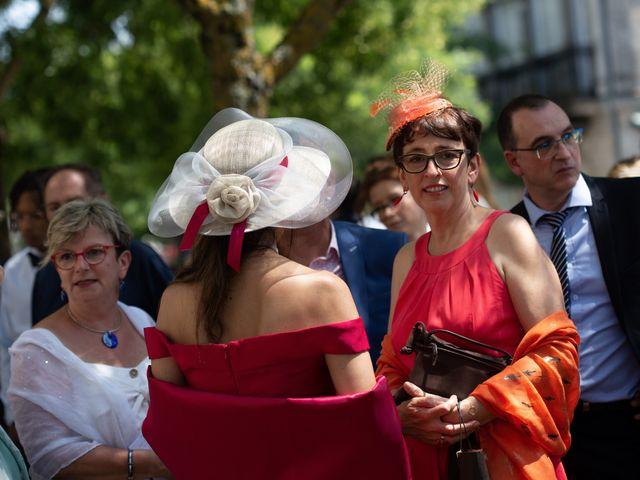 Le mariage de Camille et Marion à Saint-Médard-en-Jalles, Gironde 32