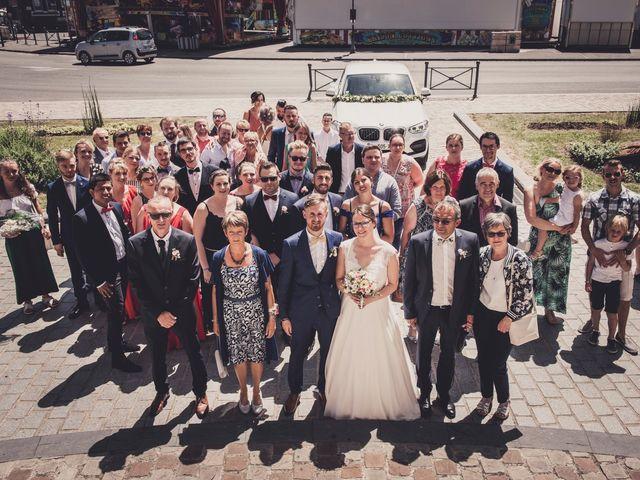 Le mariage de Romain et Amandine à Bailleul, Nord 23