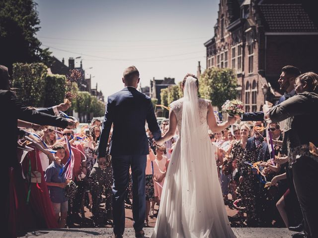 Le mariage de Romain et Amandine à Bailleul, Nord 28