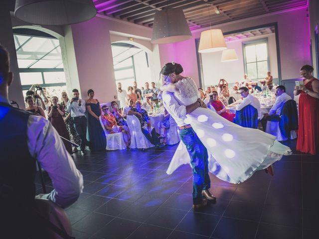 Le mariage de Romain et Amandine à Bailleul, Nord 40