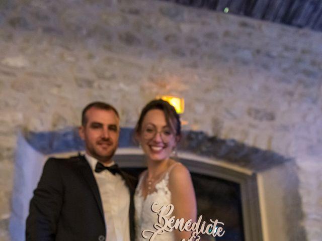 Le mariage de Guillaume et Bénédicte à Le Poët-Célard, Drôme 38