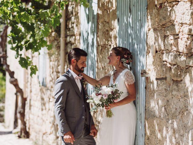Le mariage de Loïc et Émeline à Grambois, Vaucluse 16