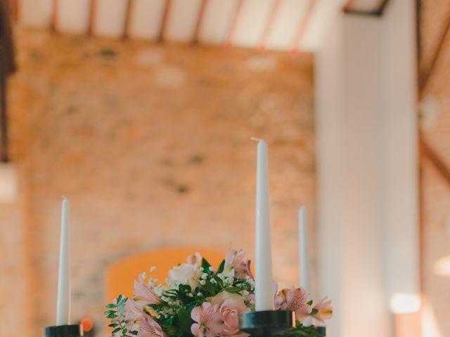 Le mariage de Julien et Mélanie à Légny, Rhône 33