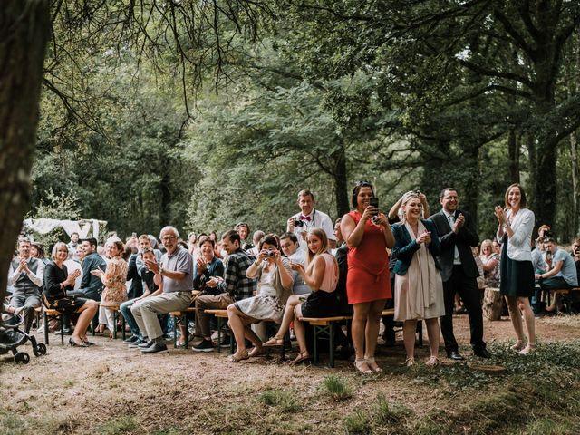 Le mariage de Jérome et Mathilde à Gourin, Morbihan 44