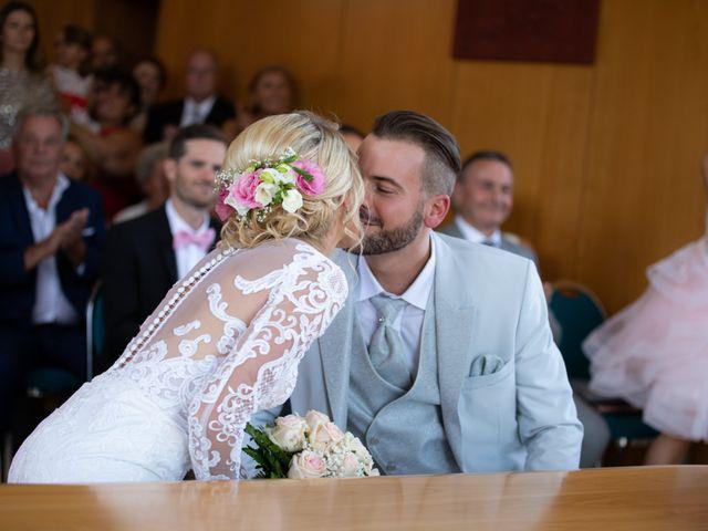 Le mariage de Julien et Lauren à Fourges, Eure 8