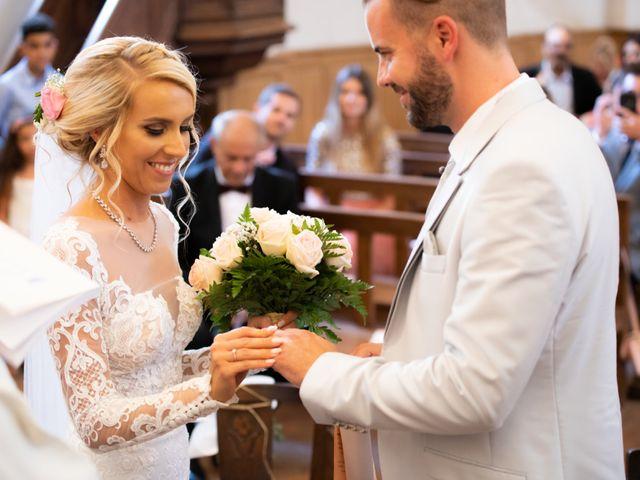 Le mariage de Julien et Lauren à Fourges, Eure 9