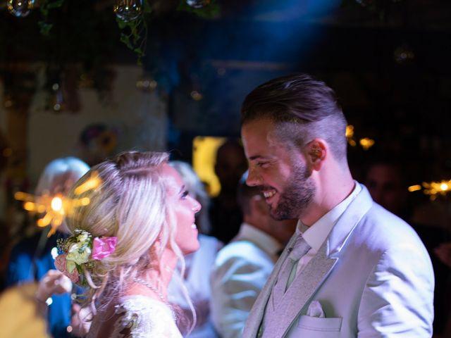 Le mariage de Julien et Lauren à Fourges, Eure 33