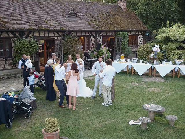 Le mariage de Julien et Lauren à Fourges, Eure 24