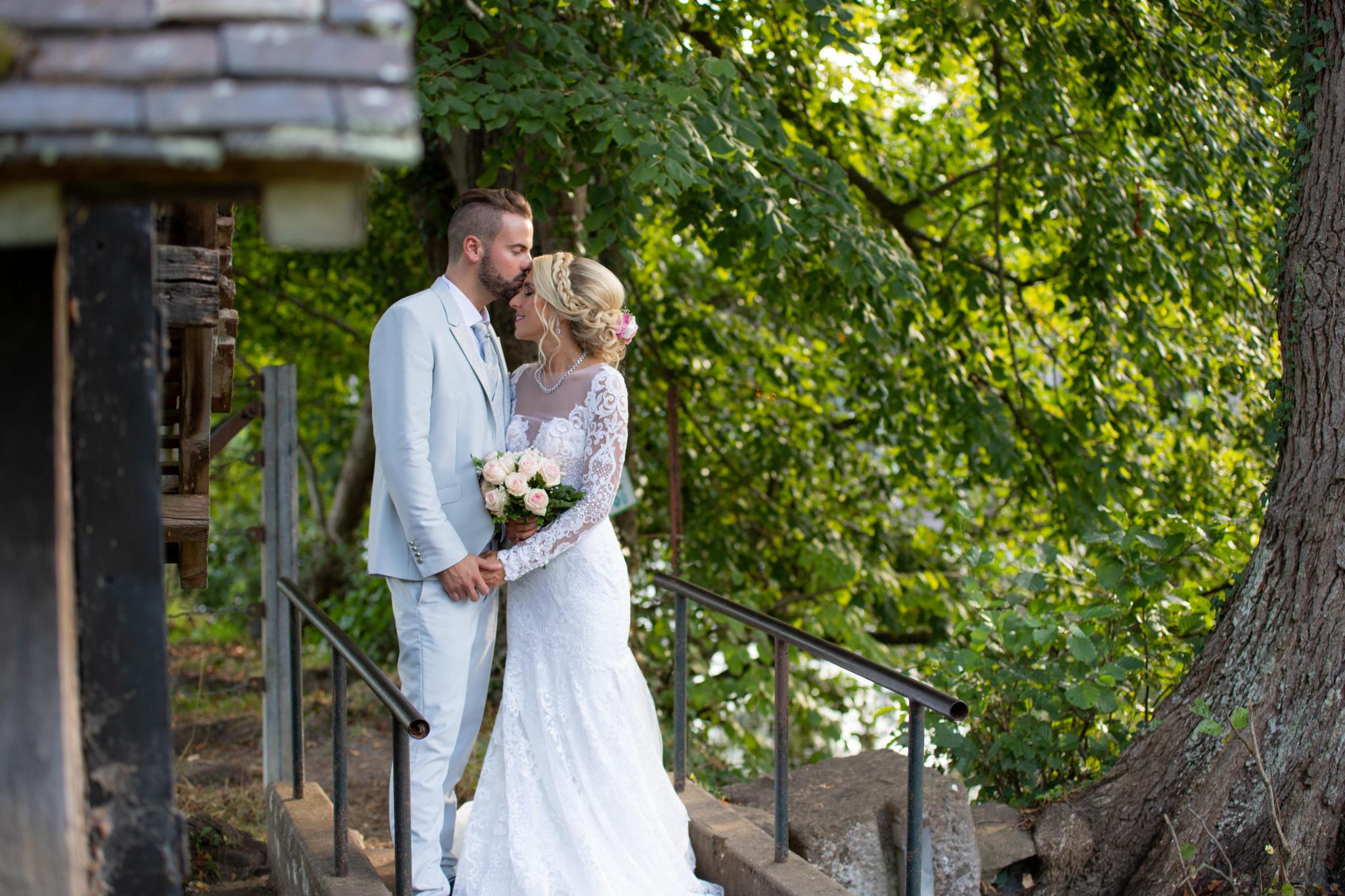 Le mariage de Julien et Lauren à Fourges, Eure