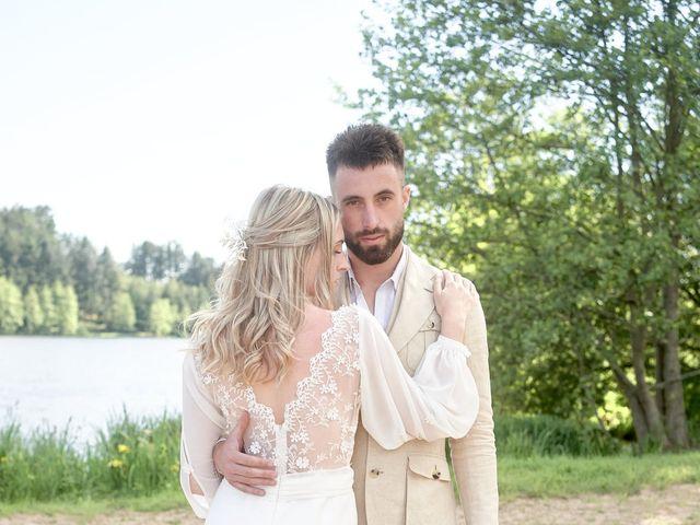Le mariage de Romain et Camille à Cublize, Rhône 33