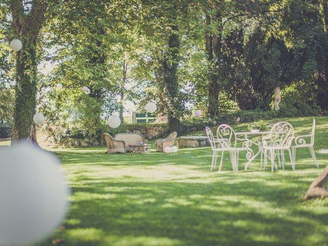 Le mariage de Nicolas et Sophie à Saint-Laurent-de-Chamousset, Rhône 4