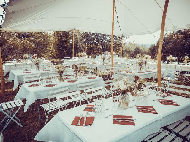 Le mariage de Julien et Nur à Montpezat, Gard 10