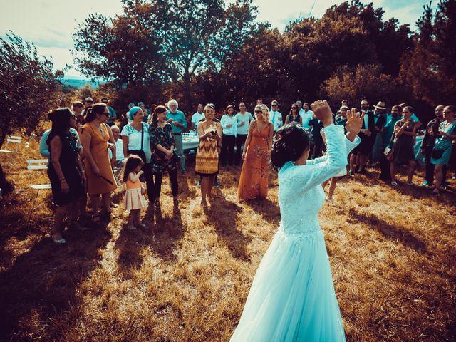 Le mariage de Julien et Nur à Montpezat, Gard 11