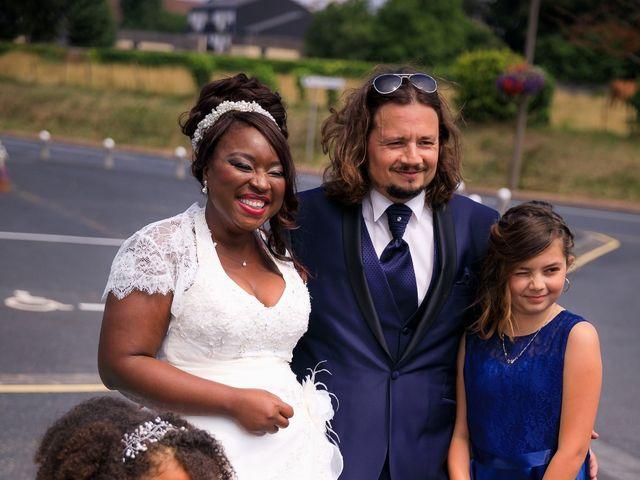 Le mariage de Matthieu et Mathilde à Douvres-la-Délivrande, Calvados 3