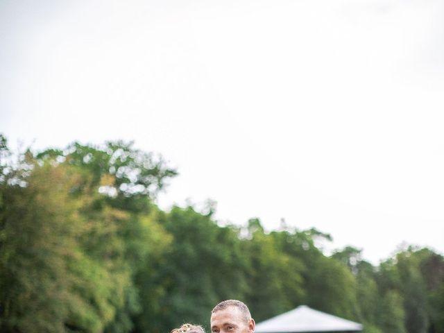 Le mariage de Isabelle et Laura à Forges-les-Eaux, Seine-Maritime 10