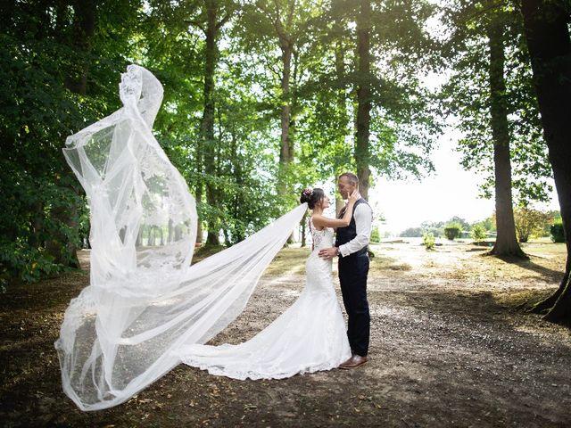 Le mariage de Isabelle et Laura à Forges-les-Eaux, Seine-Maritime 30