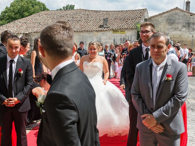 Le mariage de Mickaël et Camille à Marcenais, Gironde 17