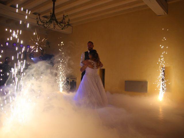 Le mariage de Thomas et Julie à Galgon, Gironde 37