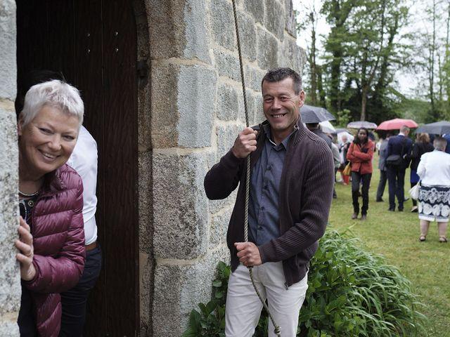 Le mariage de Yann et Julie à Lanvénégen, Morbihan 50
