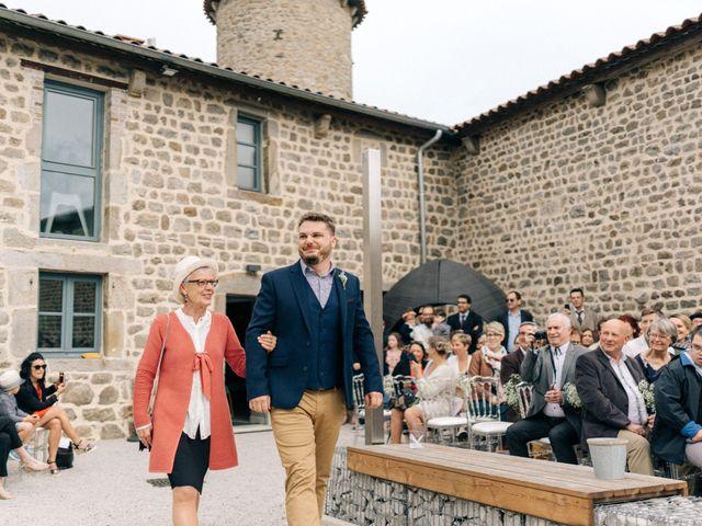 Le mariage de Thomas et Claire à Saint-Genest-Malifaux, Loire 5