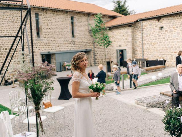 Le mariage de Thomas et Claire à Saint-Genest-Malifaux, Loire 35