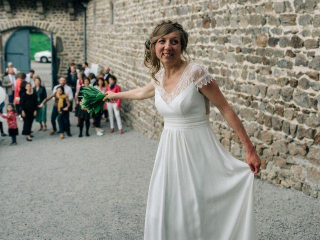 Le mariage de Thomas et Claire à Saint-Genest-Malifaux, Loire 38