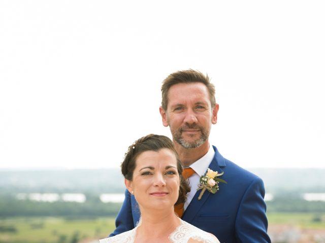 Le mariage de Olivier et Julie à Camaret-sur-Aigues, Vaucluse 2